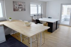 Business-Apartment 02 Erlenbach Esstisch